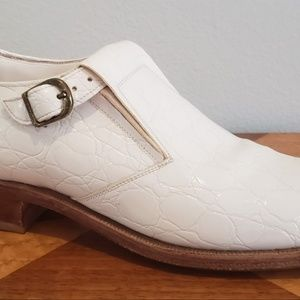men's sz 7 white faux alligator loafers 1970's